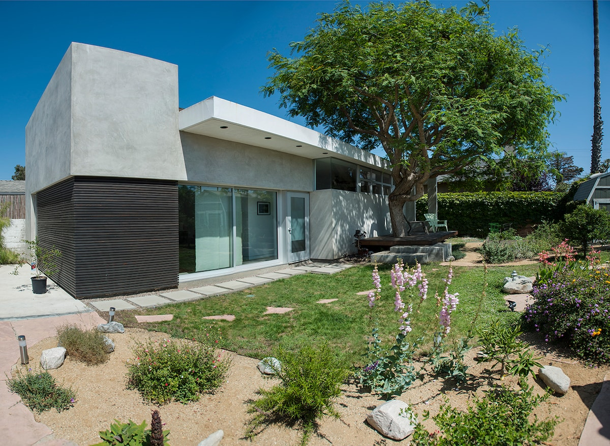 tranquil and contemporary Venice CA
