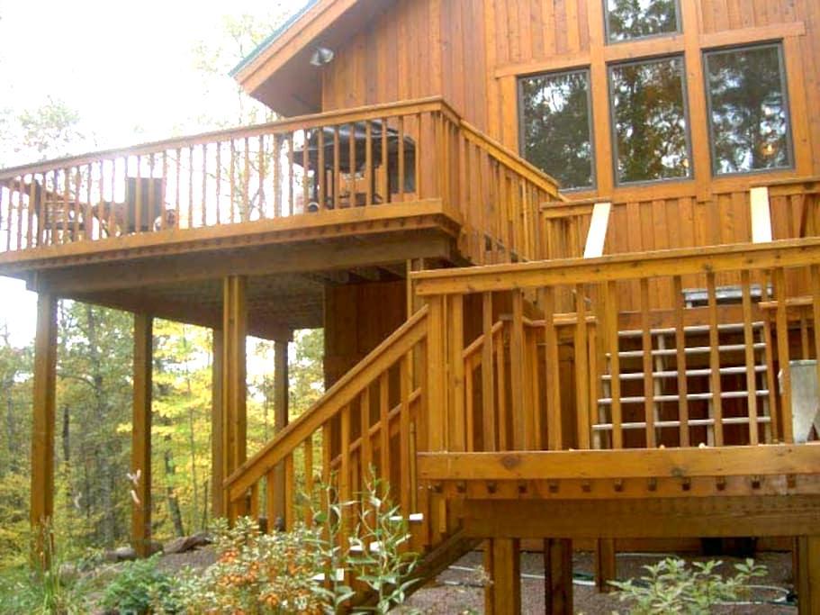 Charming Northwoods Cabin - Spooner - Sommerhus/hytte