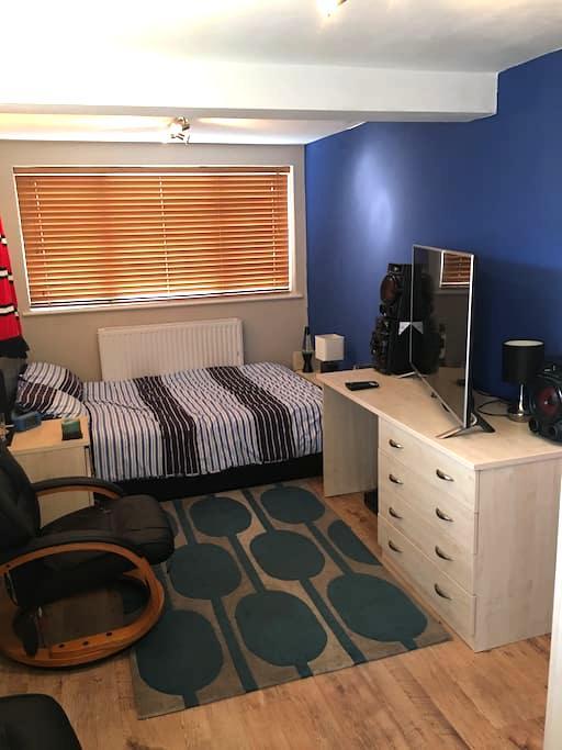 Quiet cosy room - Worcester