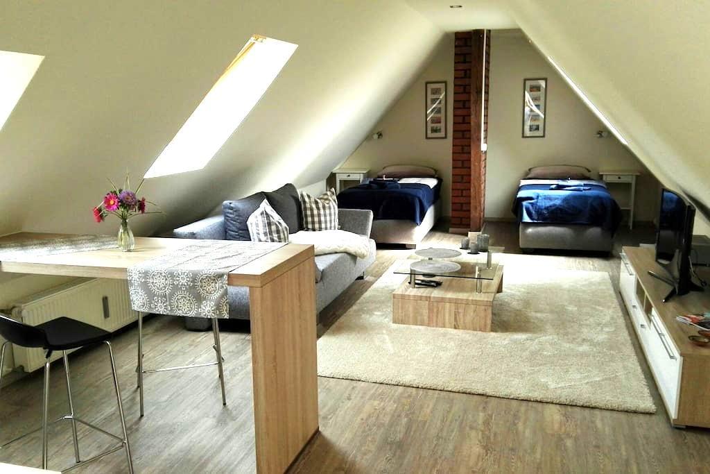 1 Zimmer Dachwohnung mit Bad - Rostock - Apartamento