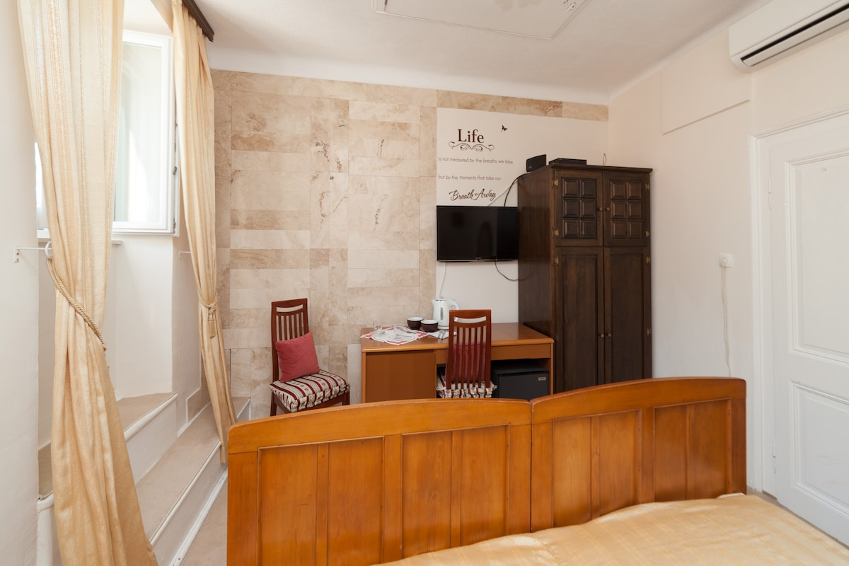 Beautiful marble wall, satellite TV and a wardrobe