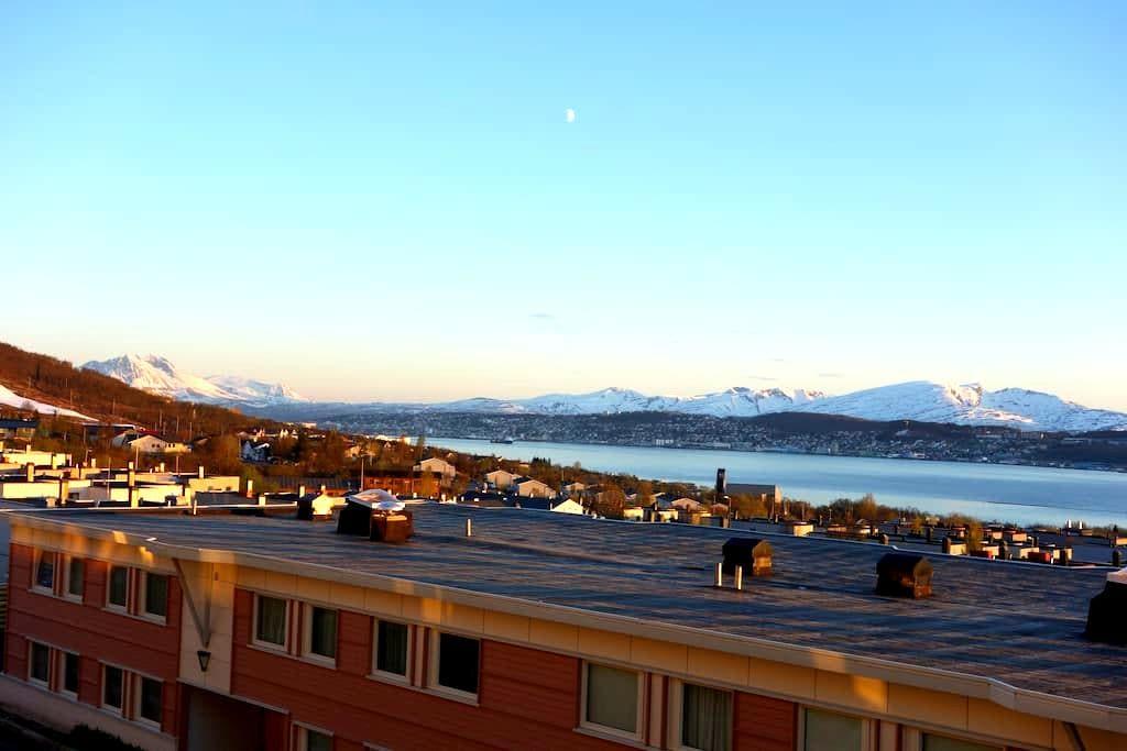 Stunning views of mountain and fjor - Tromsø - Apartamento