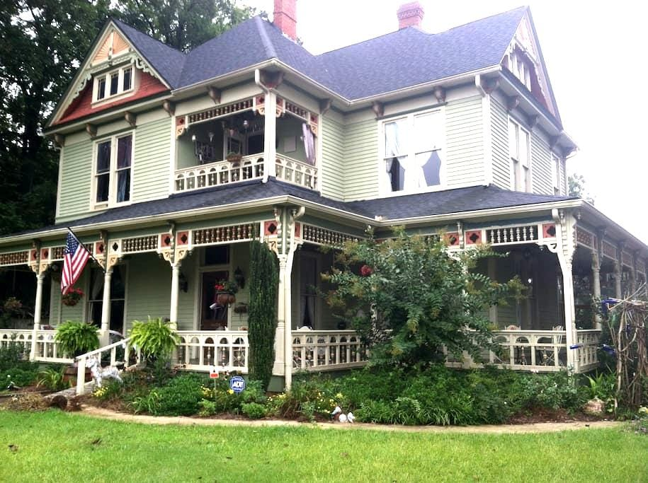 Rumble Seat Inn and Catering B&B - Barnesville