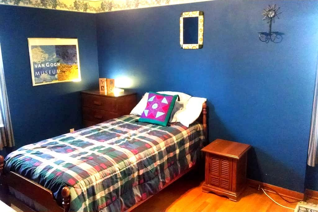 Private room near St. John Hospital - Harper Woods - Rumah