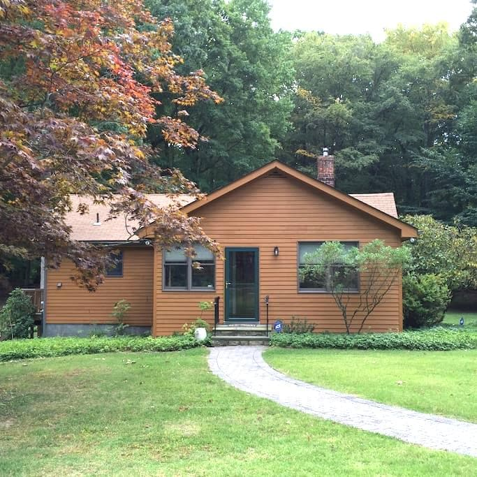 Entire House - Beautiful Country Guest House - Mohegan Lake - Casa