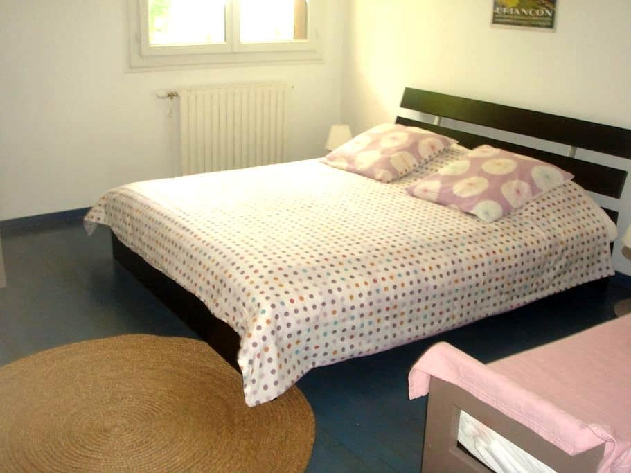 Chambre Bed and breakfast - Briançon - House