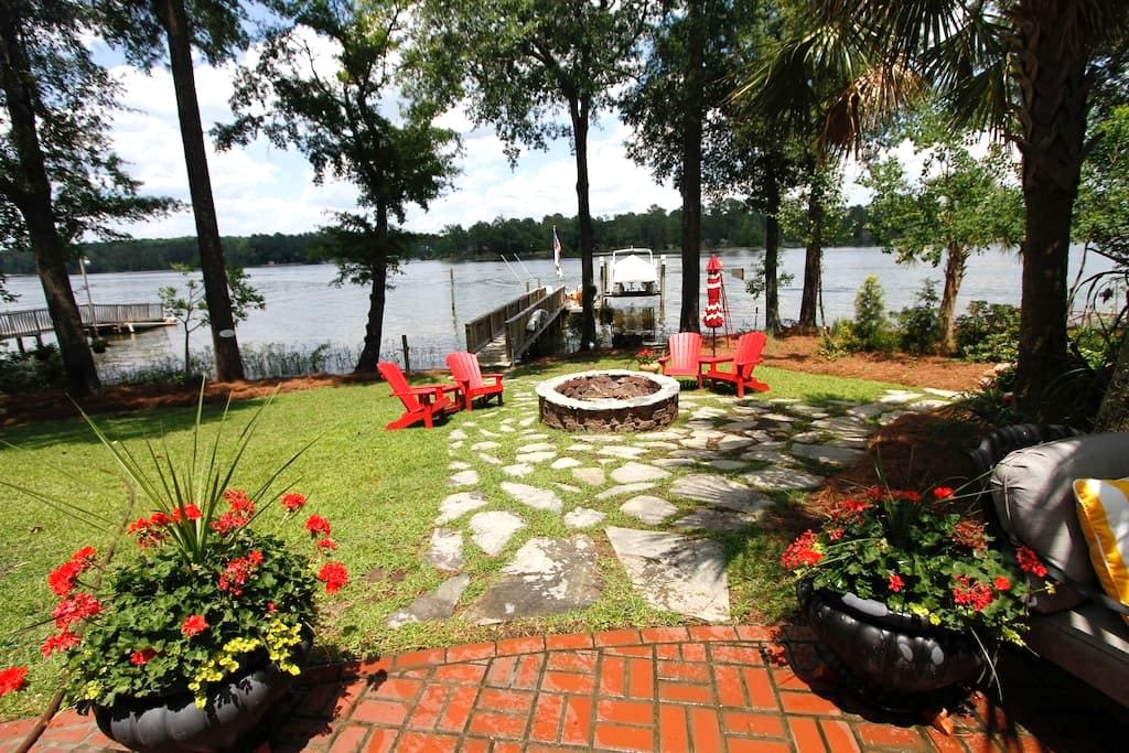 Spacious in-law apt w/kitchen on Lake Murray - Chapin - บ้าน