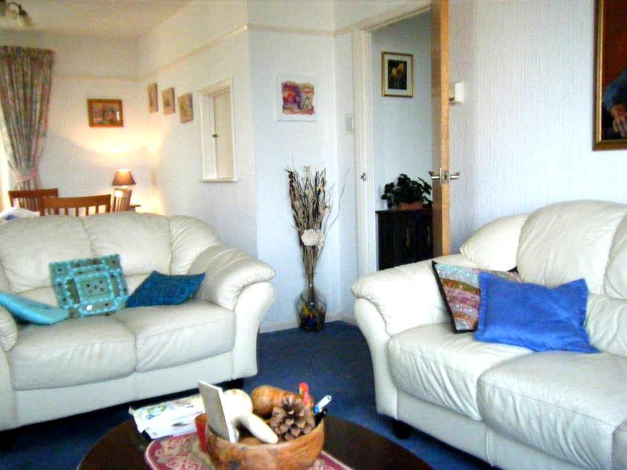 Guest room Cornwall-sleeps 1or2 -panoramic views!! - Saltash - Bed & Breakfast