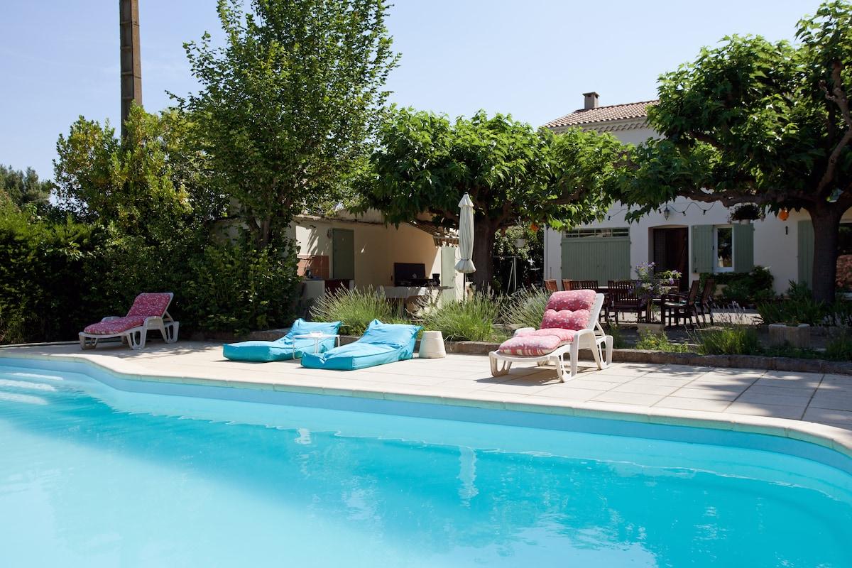 chambre n°2 dans villa-piscine
