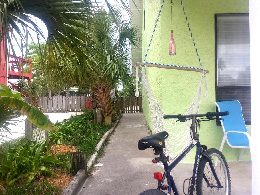 Vibrant Beachside Townhome (Petfriendly) - Mexico Beach