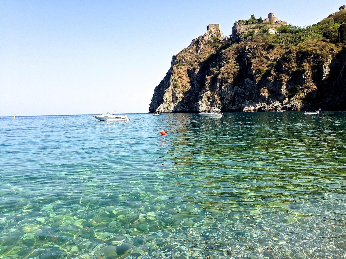 Seaside home next to Taormina