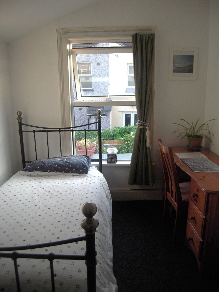 Cosy nicely lit room in Bedminster