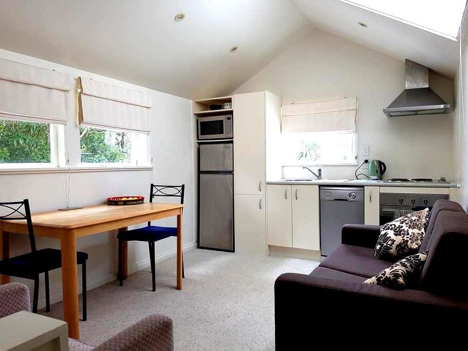 Nikau Cottage - Tidy one bedroom guesthouse - Wellington