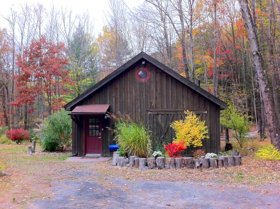 Barn by the stream - Mount Tremper