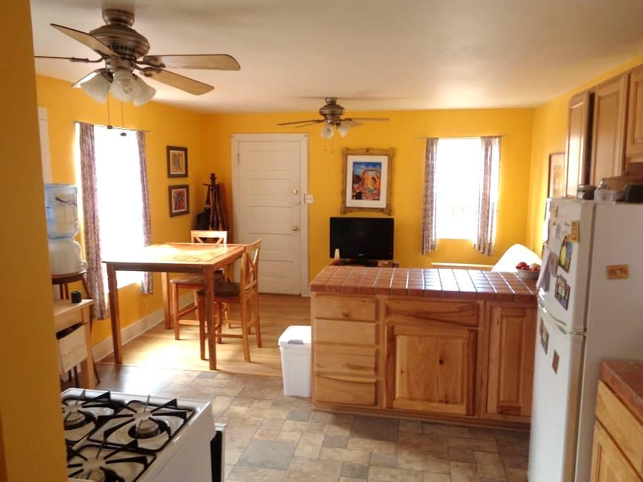 Sara's Casita on Summer. Amazing location! - Albuquerque - Apartamento