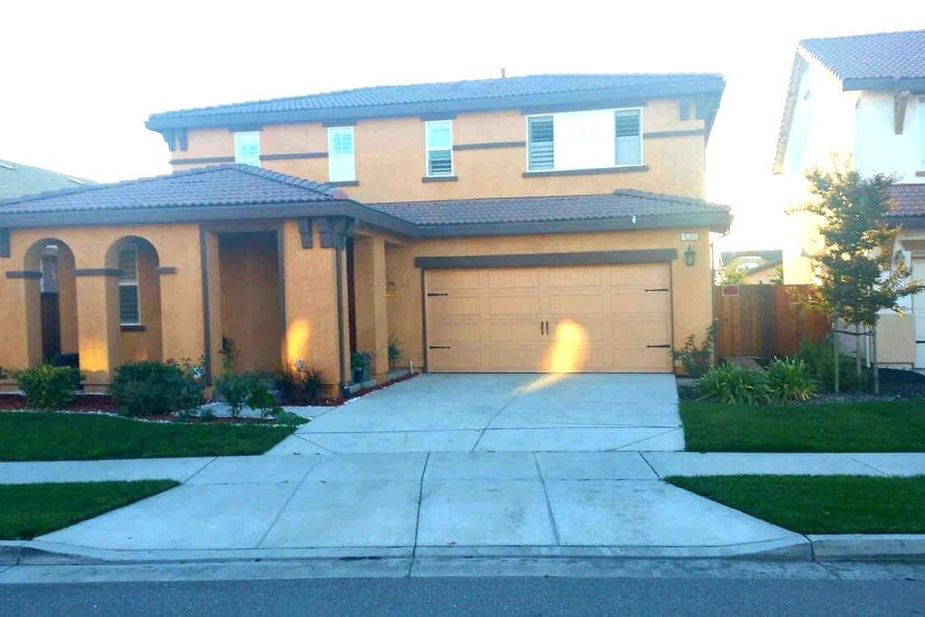 Beautiful ,Quiet Neighborhood ! - Lathrop - House