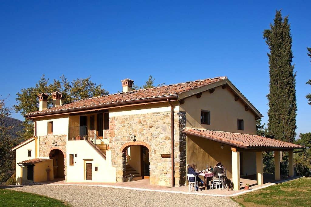 Organic farm hills of Florence  - Figline e Incisa Valdarno - Rumah