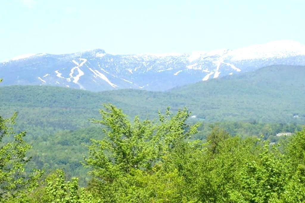 RELAXING VERMONT LIVING IN THE GREEN MOUNTAINS - モリスタウン