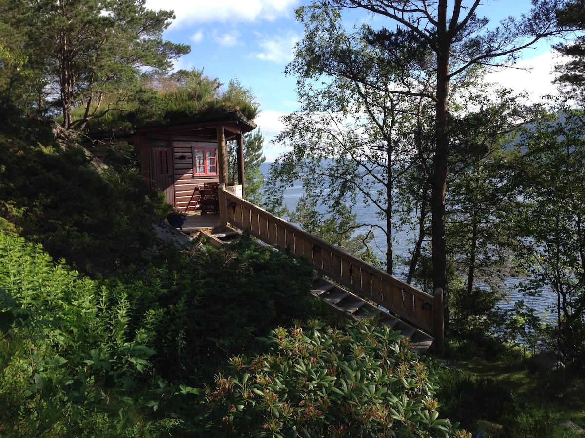 Log cabin + sauna in a pyramid