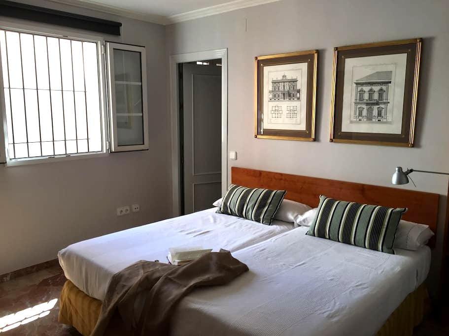 1 Hab. Barrio Santa Cruz (C) - Sevilla - Bed & Breakfast