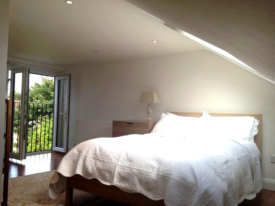 En-suite loft  SW London - 5 stars - London
