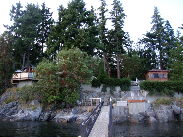 Longhouse Bay getaway from the waterfront dock