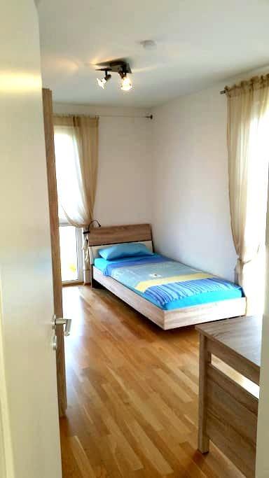 Helles Zimmer nahe Messe Riem (ICM) - Feldkirchen - Penzion (B&B)
