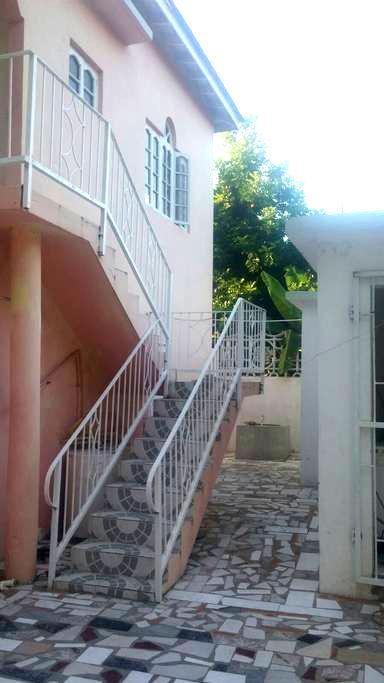 G&R MOTEL FALMOUTH,TRELAWNY JAMAICA - Falmouth - Casa