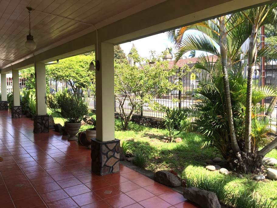 Comfortable room in centennial cozy house- ROOM 1 - Heredia Province - Casa