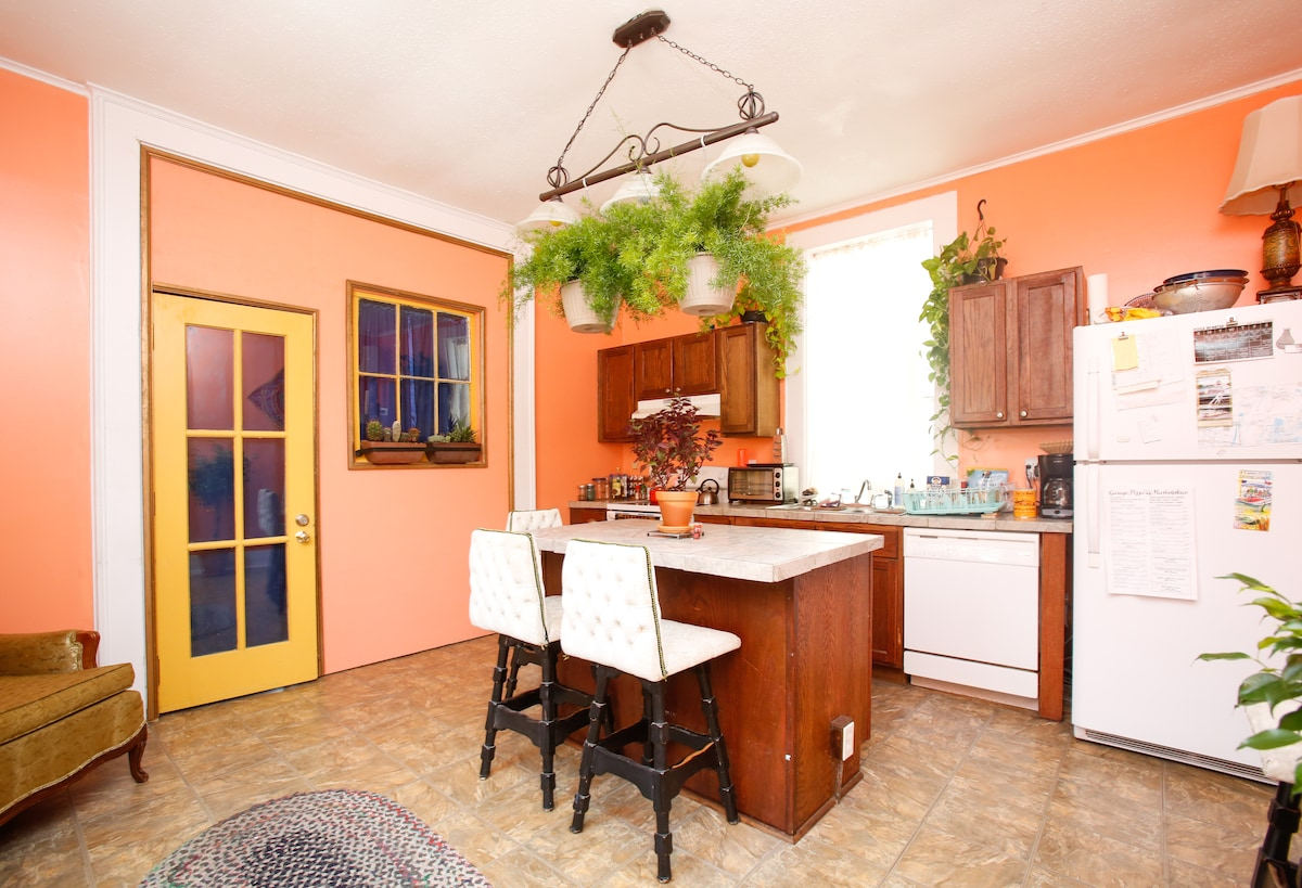 fully equipped kitchen and island