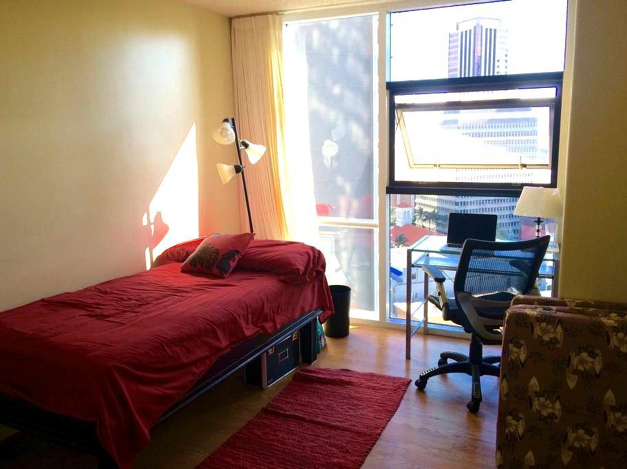 Private room in bright condo - Honolulu - Daire