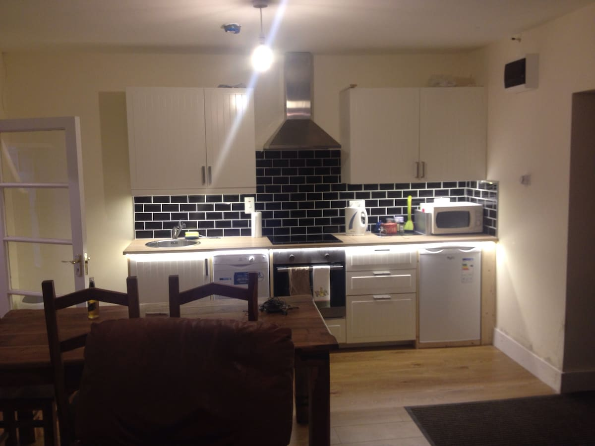 New kitchen, new appliances, fully refurbished House