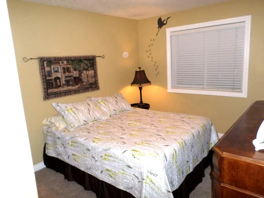 Comfortable and 20 minutes from the airport. - Airdrie