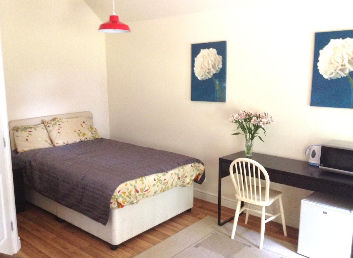'Garden House' Private Studio Flat