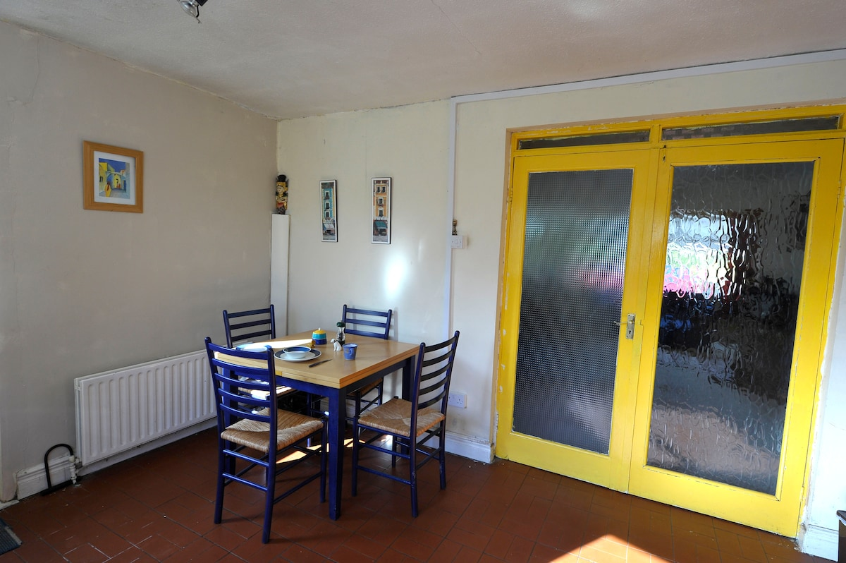 Cosy room(s) in quiet house