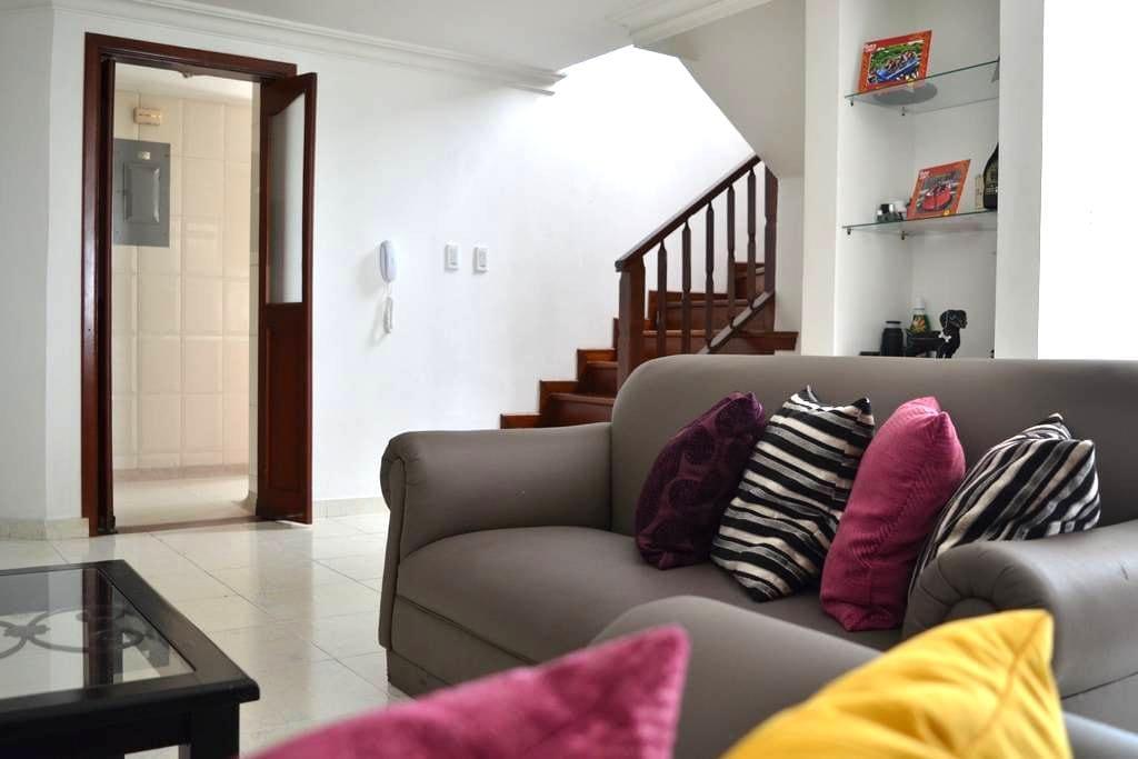 100m de Circunvalar, Soft comfy bed, 20meg net - ペレイラ - アパート