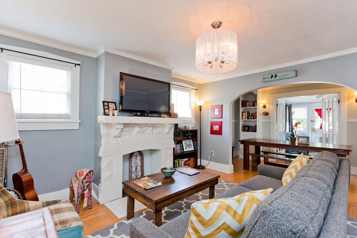 Cozy & Bright 1940s Cottage Home
