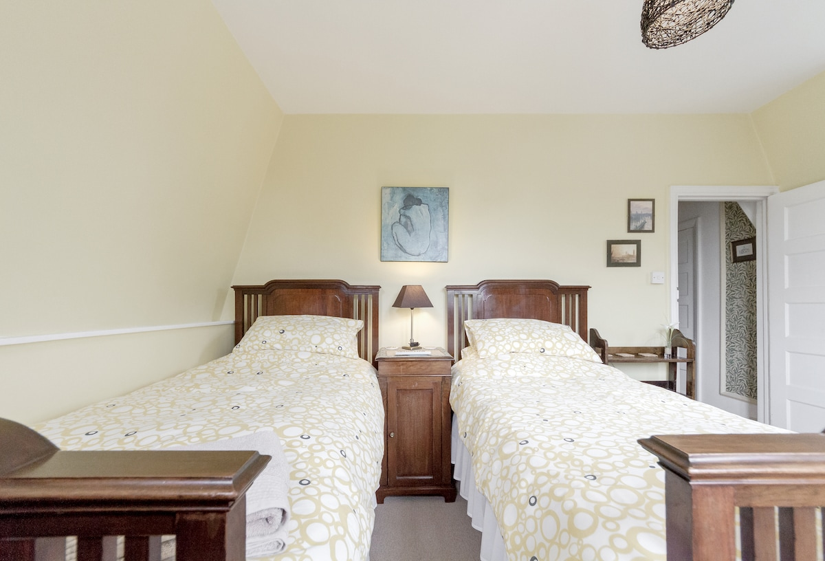 Lovely Twin Room near to Common