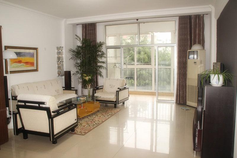 宽敞明亮、温馨舒适的休息厅