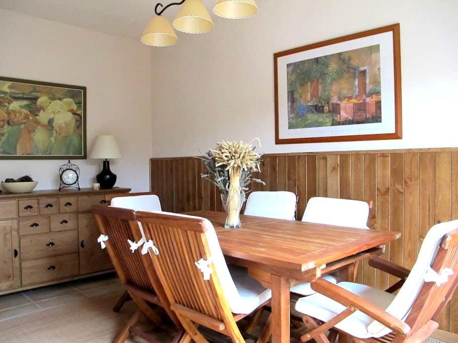 Charming family home with garden in Segovia, near - Hontanares de Eresma