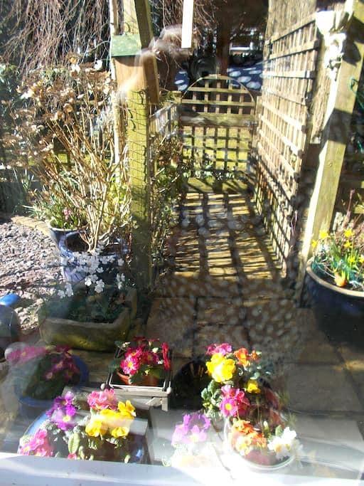 Brilliant Location ,Stanmore -freshly decorated. - Stanmore - Huoneisto