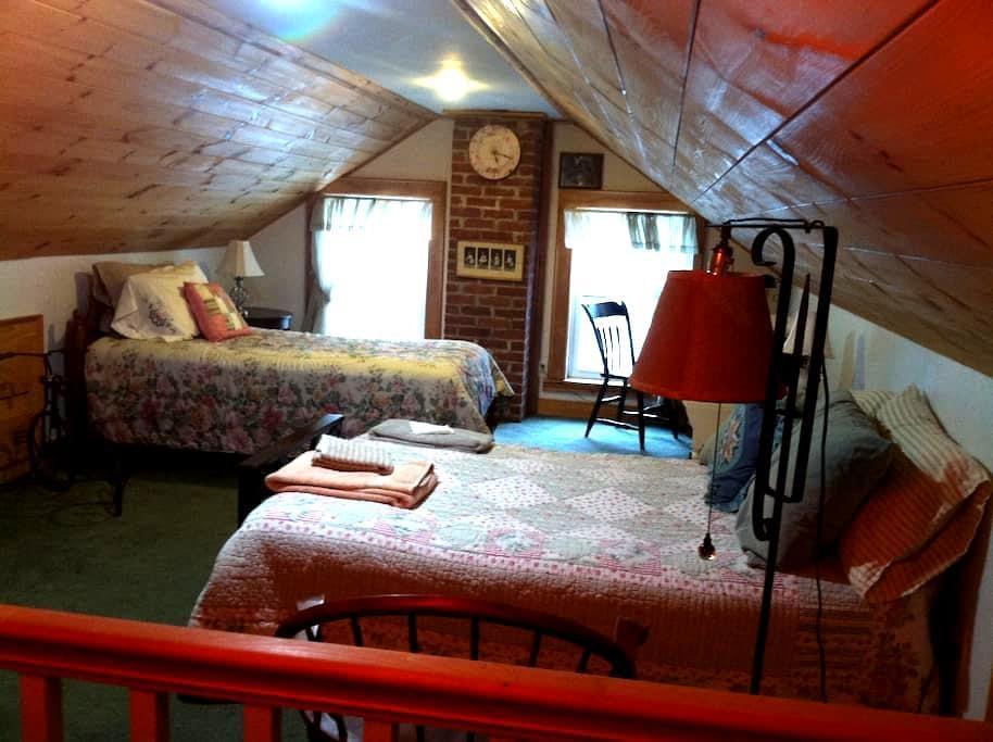 Air BnB Historical farm house, Sleeps three. - Chesterfield