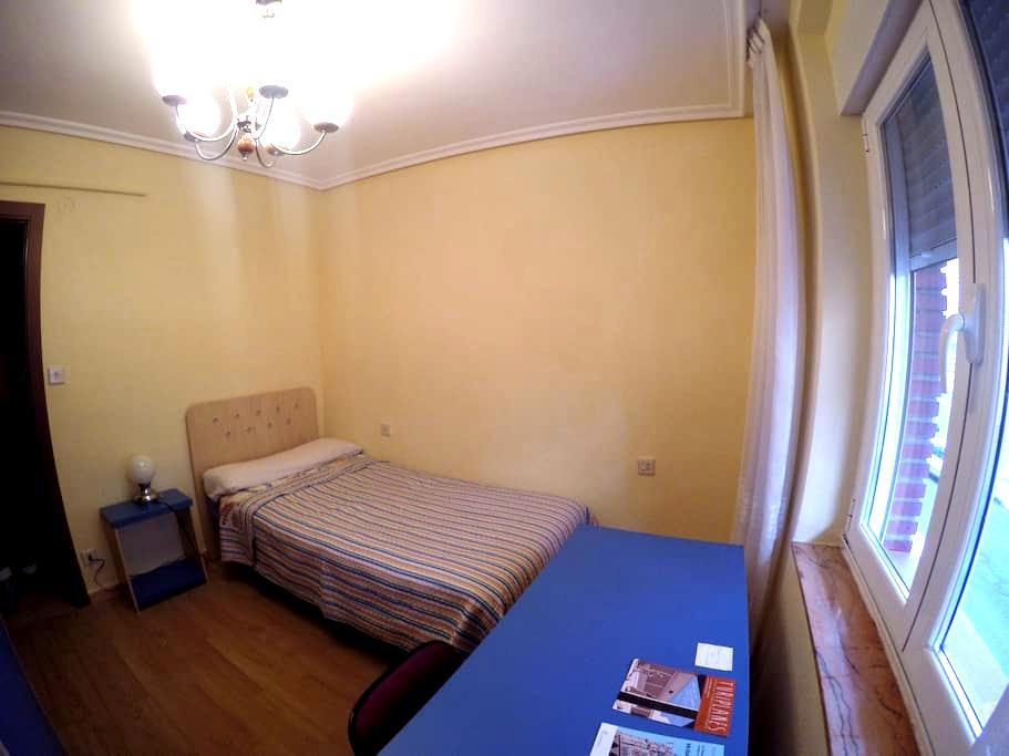 Acogedora habitación a 10 minutos del centro - León - Ortak mülk