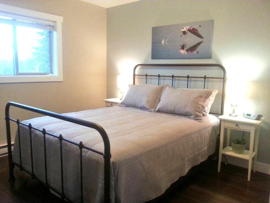 Modern Suite in the Country - Qualicum Beach