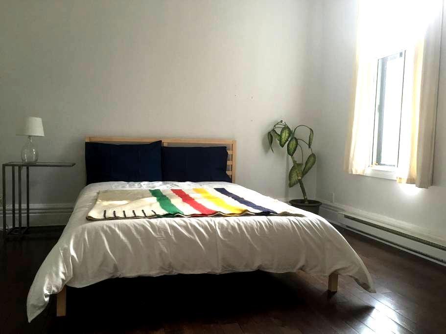 Spacious private room in charming Saint Henri - Montréal - Appartement