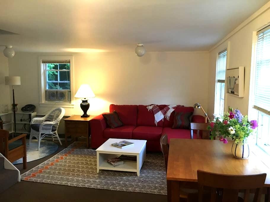 Downtown Castine, simple & convenient. - Castine - Appartement