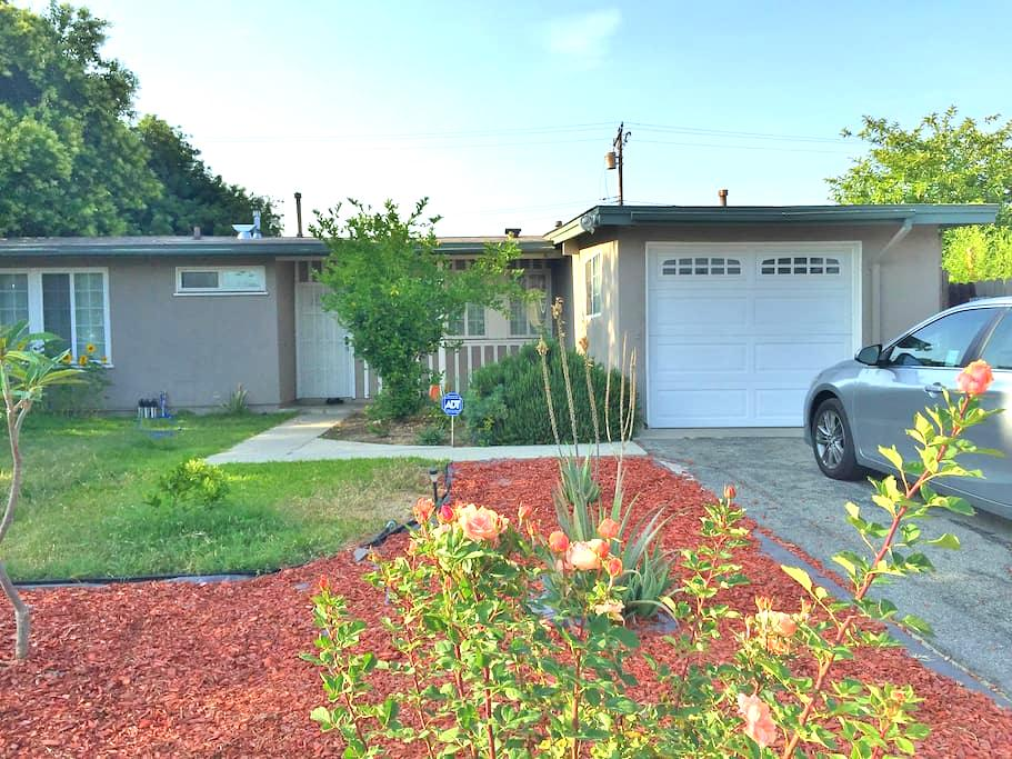 Private Cozy Bedroom with Priv Bathroom For Rent - West Covina - Huis