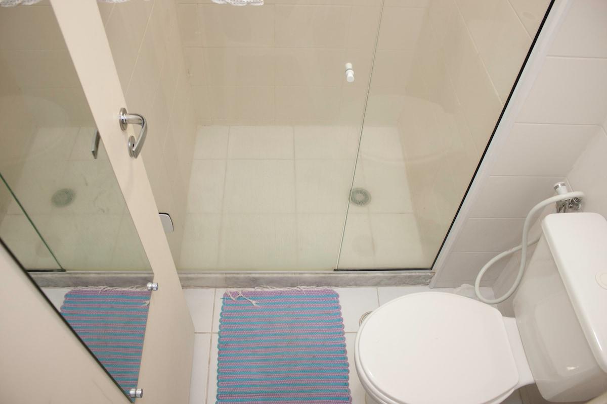 Banheiro, uma boa ducha após a praia renova...