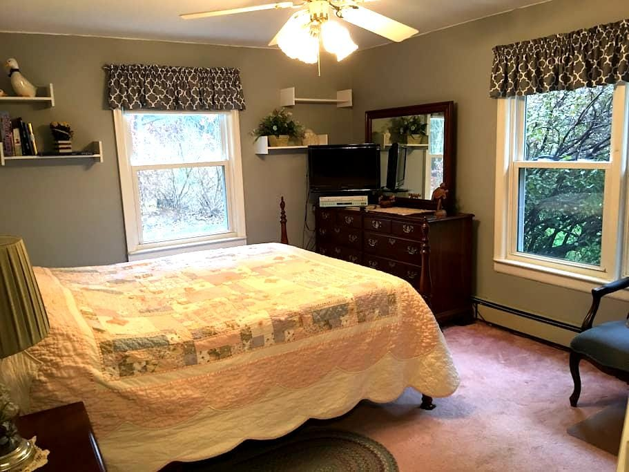 COMFY LARGE BEDROOM, QUIET ST., CLOSE TO WORCESTER - Boylston - Talo
