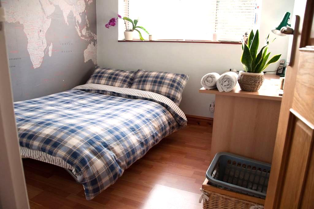 Small Double 2 mins to Twyford Station - Twyford - Leilighet